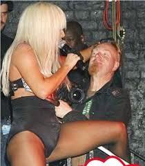 Lady Gaga a invatat sa faca sex cu un penis de lemn