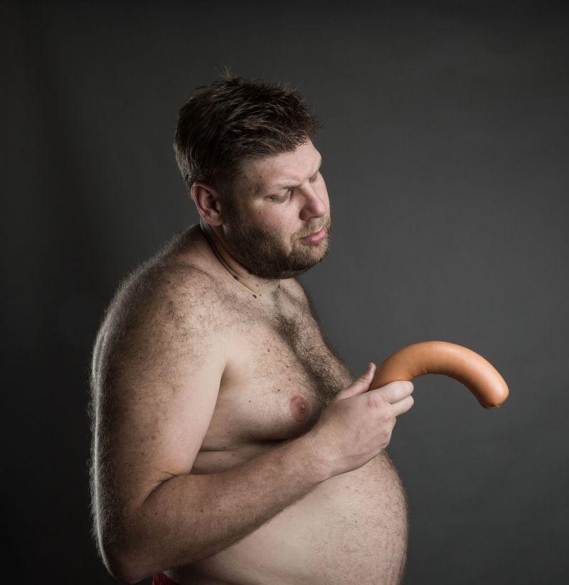 penisul este curbat într- o stare de erecție