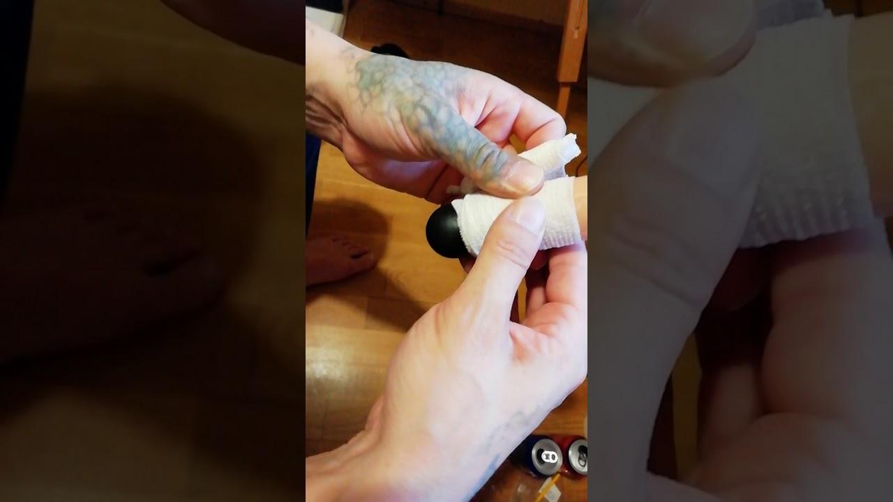 penis bandat punând inelul penisului