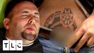 penis cu tatuaj cheag de sânge într- o venă de pe penis