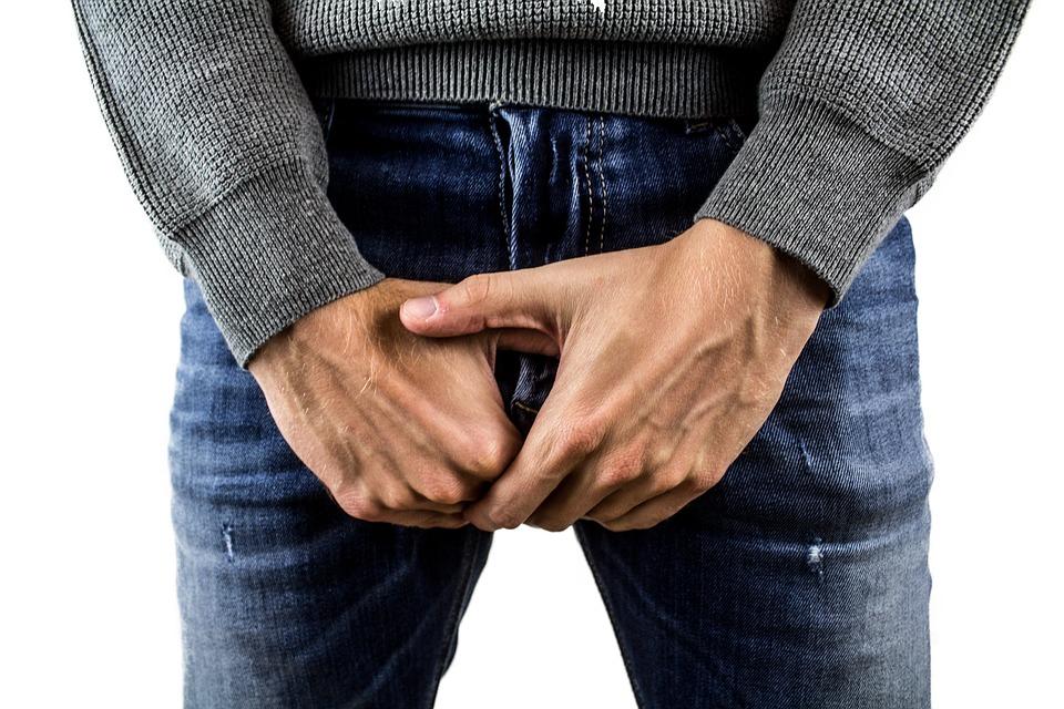 pentru a îndoi penisul când este ridicat trage penisul cu frânghie