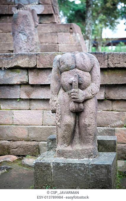 E adevărat că în Ploieşti există un monument funerar în formă de falus?